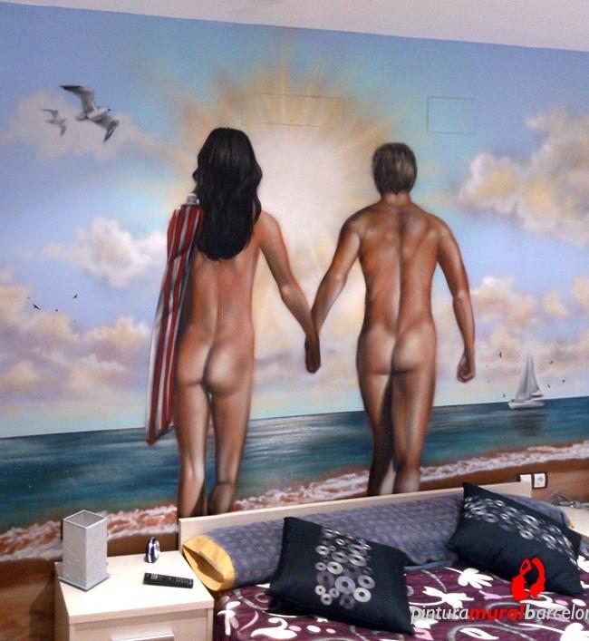 De Una Pareja Desnuda Caminando En La Playa Con Un Fondo Paisaje