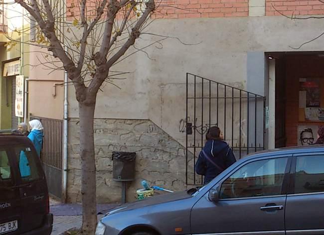 Mural graffiti en fachada de iglesia parroquia pintura - Pintura mural barcelona ...