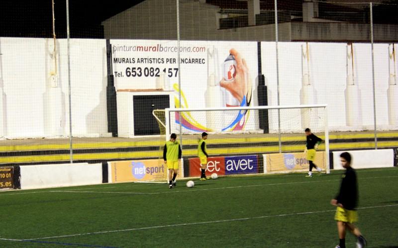 mano-graffiti-campo-futbol-mataro
