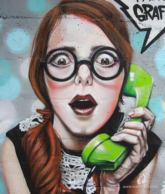 detalle-graffiti-telefono-mujer-mala