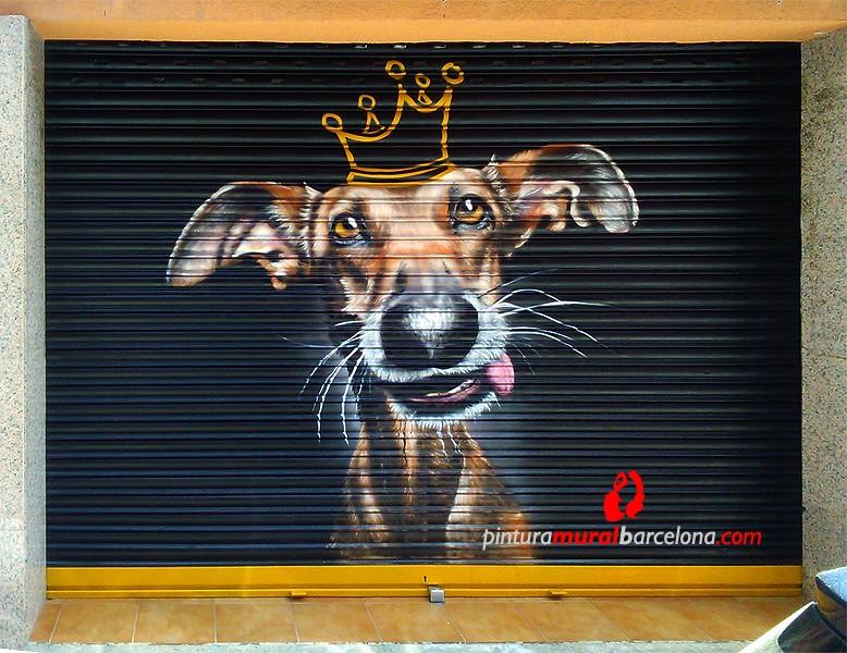 persianas-perro-corona-graffiti-pintadas