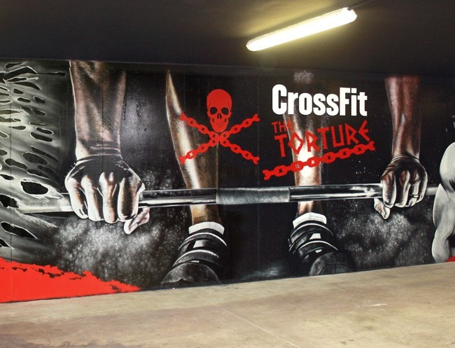 BOX CROSSFIT DECORADO CON MURAL GRAFFITI