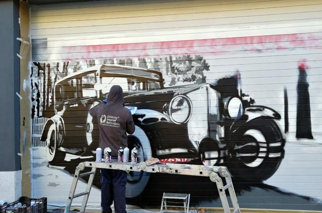 persianas-pintadas-taller-mecánico-coche-clásico-antiguo