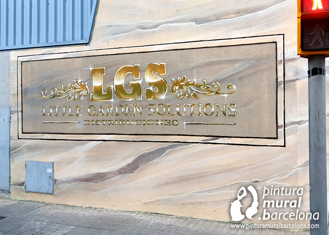 mural-graffiti-pintado-logotipo-oro-dorado-little-garden-solutions